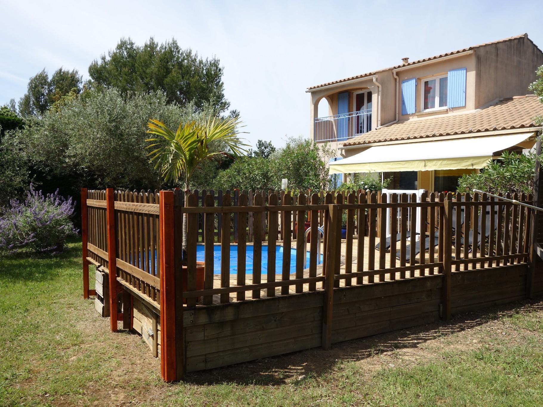 Saint siffret location vacances villa 4 pi ces 89m2 for Piscine depot uzes